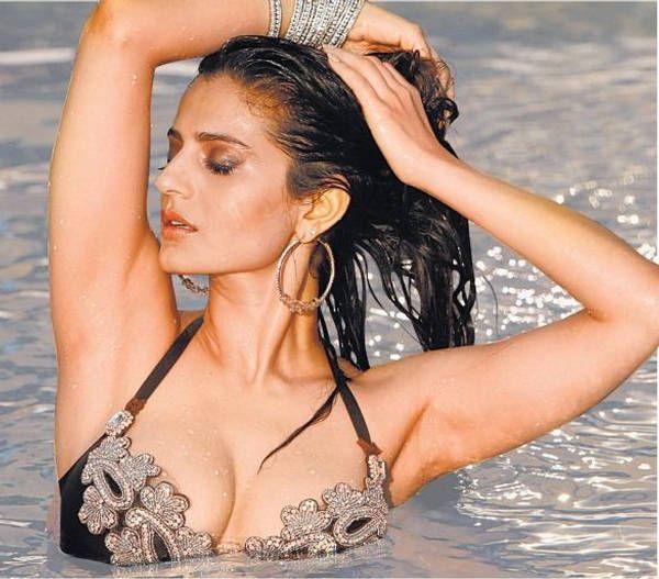 Amisha Patel heiß und sexy