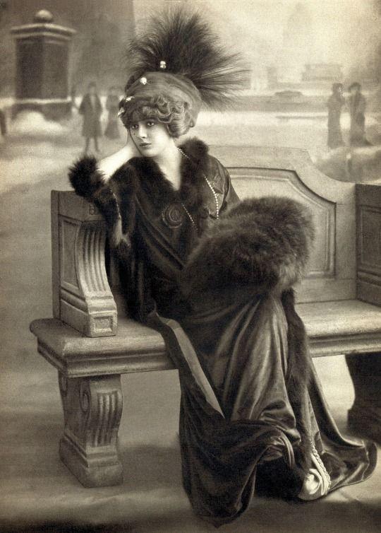 Genevieve Lantelme in Jacques Doucet December 1909 Les Modes Paris Photo by Reutlinger