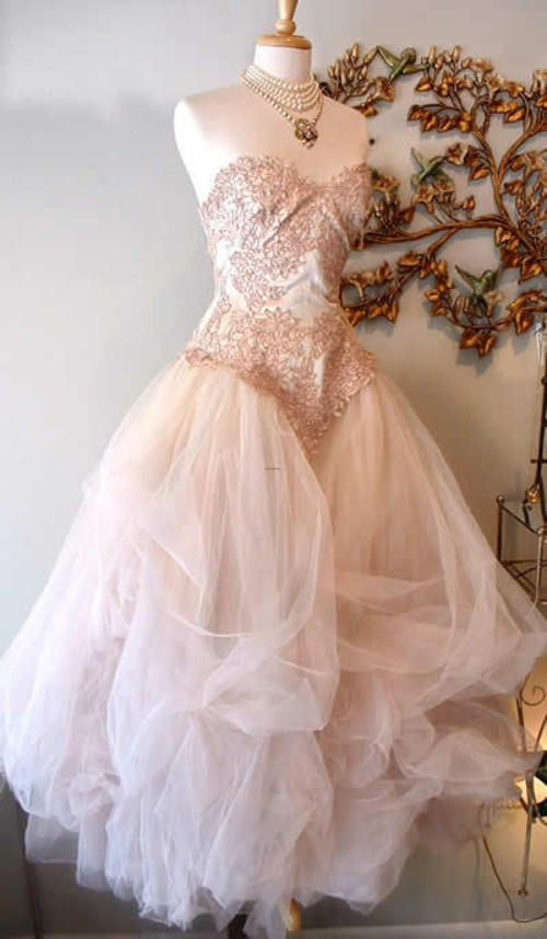 Modern Victorian-Style Dress | Dream Closet and Style Selections ...