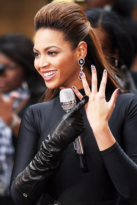 The Beautiful Beyonce And Her Elegant Hairstyle Beyonce Hair Beauty Long Hair Styles
