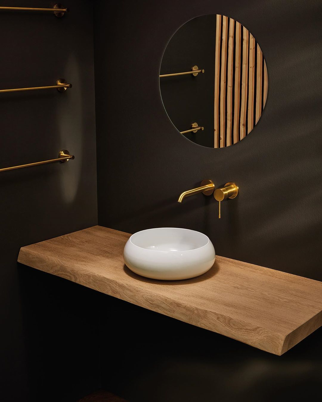 As Soft As Porcelain As Hard As Steel The Thin Side Walls Of The Bette Official Bettecraft Shell Taper Tow Washbasin Design Wash Basin Round Mirror Bathroom