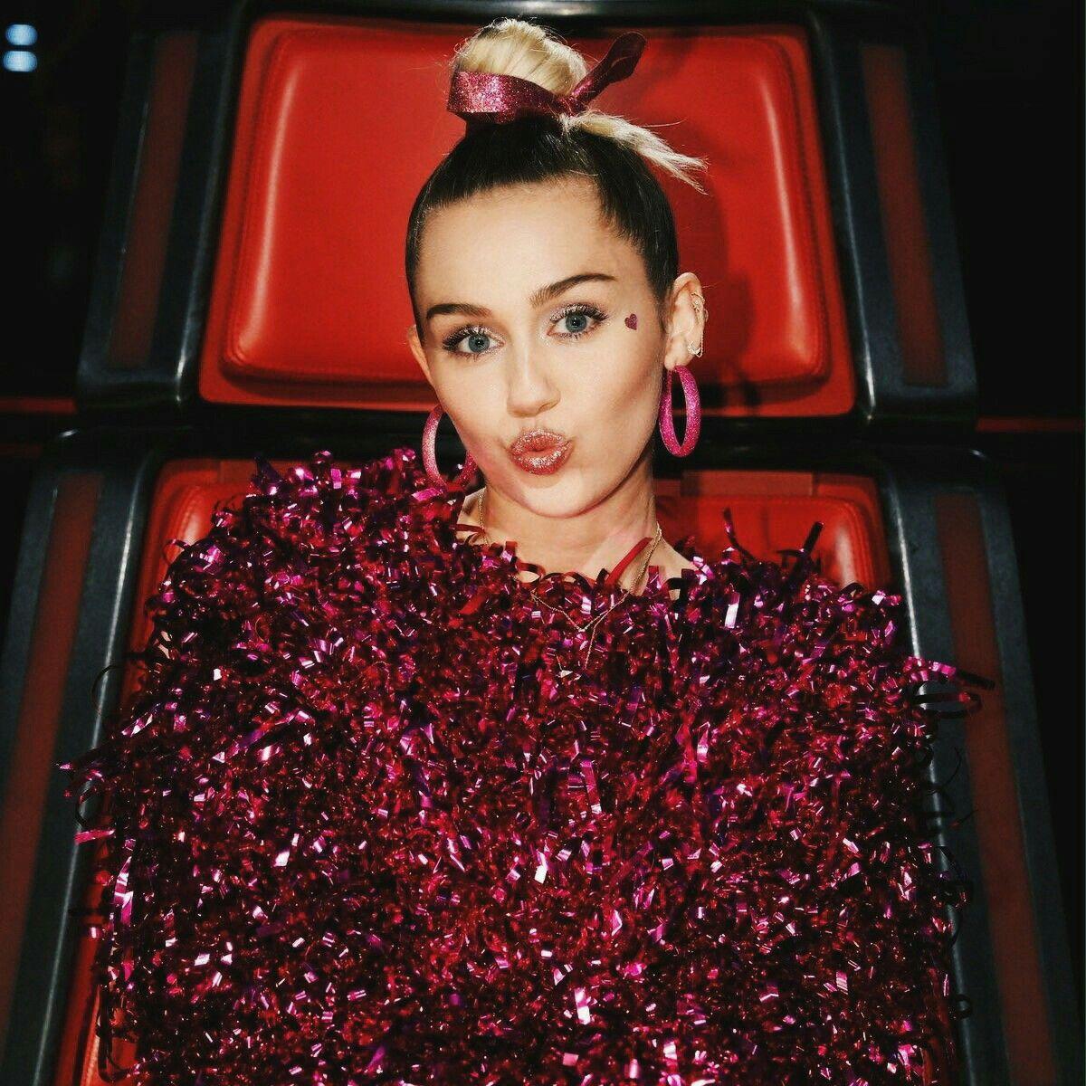Pin de M O O N L I G H T♡ en Miley Cyrus.   Pinterest