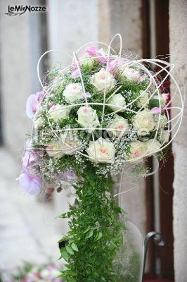 http://www.lemienozze.it/operatori-matrimonio/fiori_e_addobbi/addobbi-floreali-puglia/media  Fiori per il matrimonio sui toni del bianco e del rosa, ideali per l'allestimento della chiesa
