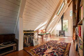 Regardez ce logement incroyable sur Airbnb : Cozy A-Frame Cabin in the Redwoods à Cazadero