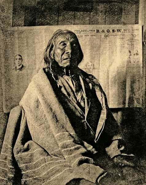 una de las ultimas fotografias del gran jefe NUBE ROJA,de la tribu de los OGLALA ,meses antes de morir en la reserva de PINE RIDGE Red Cloud