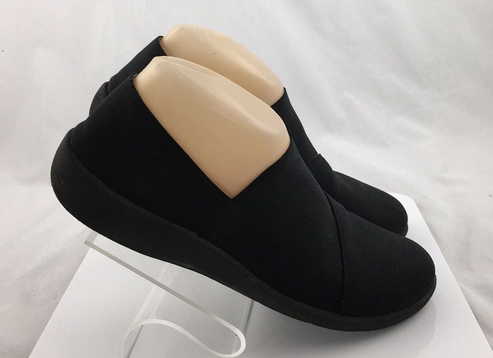 a15697a842bf Clarks Cloud Steppers Womens Bandage Slip On Shoes Soft Cushion 16712 size  7.5 D  Clarks  Comfort  Casual