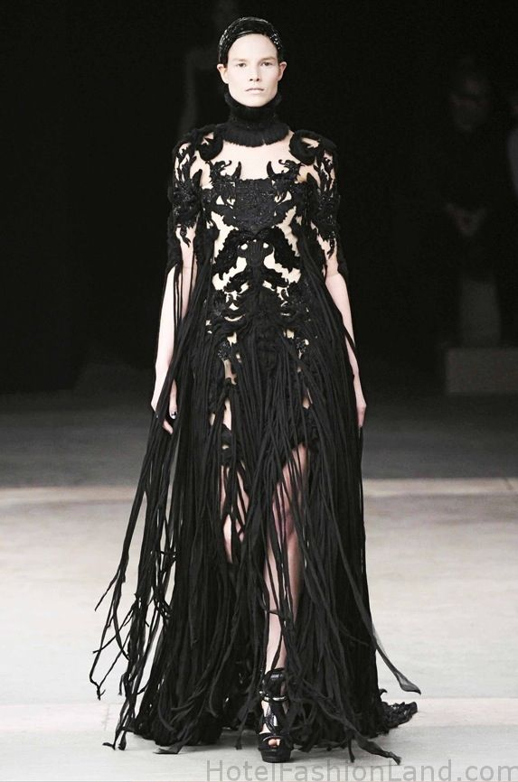 Vintage Alexander Mcqueen I Love The Movement In This Dress Fashion High Fashion Couture Alexander Mcqueen