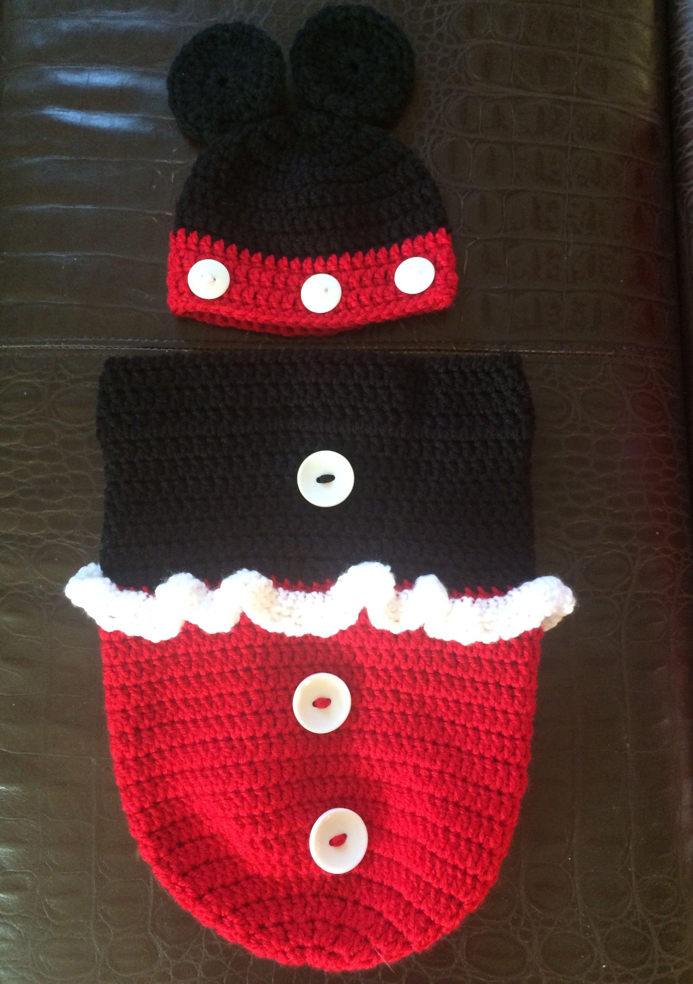 Mickey Mouse Bunting   Crochet, Knitting patterns, Crochet ...