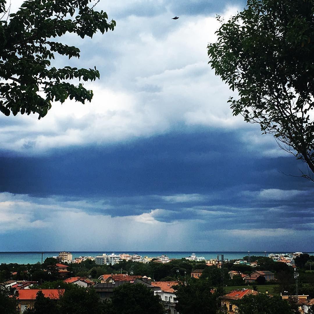 . #riccione #nuvole #mare #panorama #cielo #sea #sky #panoramic #clouds #pomeriggio #afternoon #rimini #vivorimini #volgorimini #myriccione #meteoriccione #ig_rimini_riccione #ig_rimini #italia #italy #instagood #instapic #instacool #instaitalia #picoftheday #instaphoto by rossina_87
