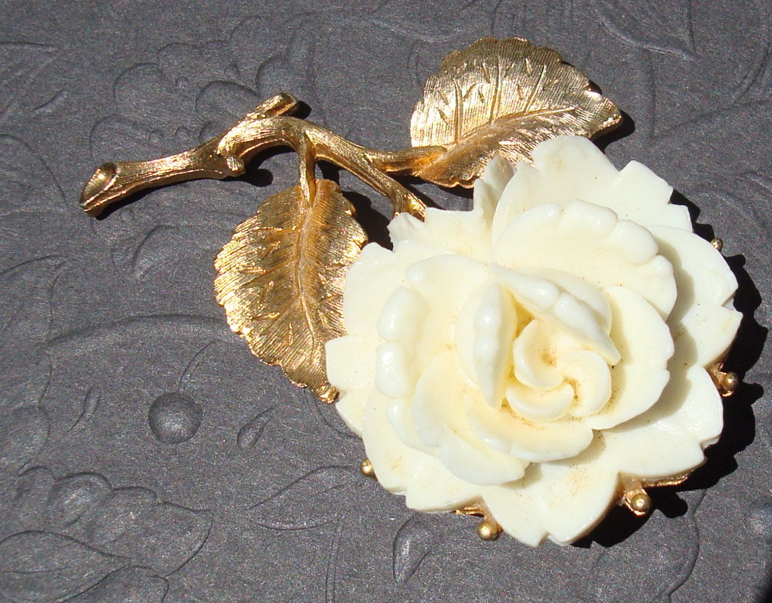 Vintage Style White Rose Flower Ceramic Brooch Pin Gold Tone