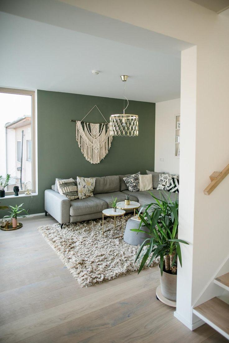 Wohnzimmer in einem Boho Stile. Eingerichten mit schönen Möbel, Dekoartikel und mit der passenden Wandfarbe gestrichen.