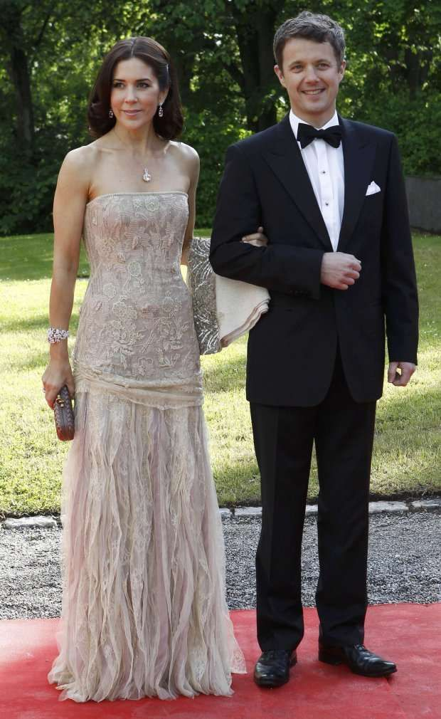 Crownprincess Mary in a Jesper Høvring evening dress