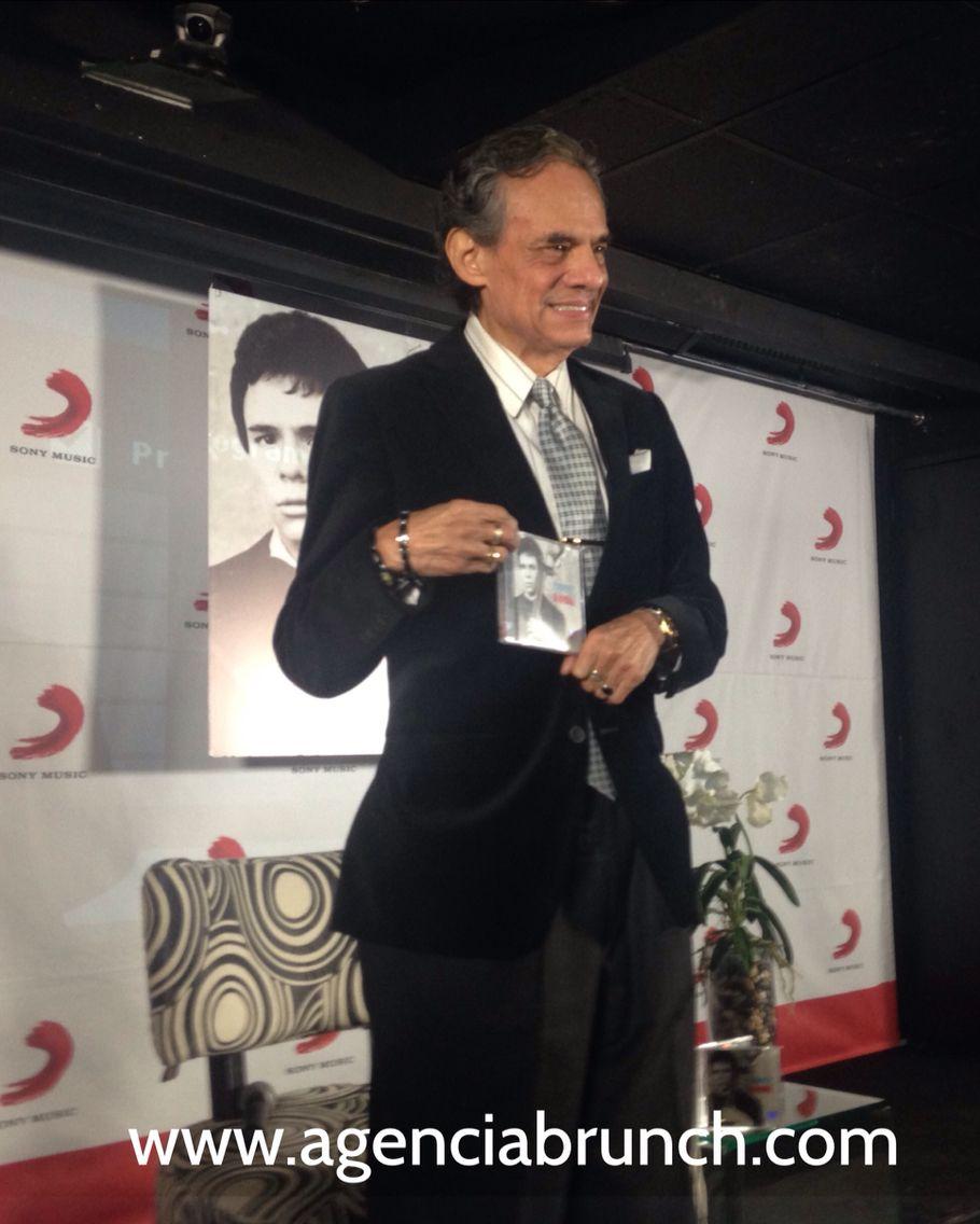 """El """"Príncipe"""" de la canción presenta el disco """" José José Big Band """" el cual contiene grandes éxitos con una orquesta maravillosa"""