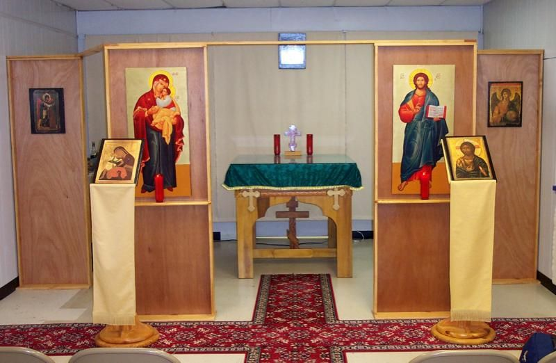 Simple temporary or mobile iconostasis construction