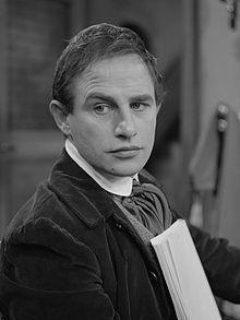 Julien Schoenaerts -  begon in 1956  een driejarige theateropleiding in de toenmalige Studio van het Nationaal Theater - Wikipedia