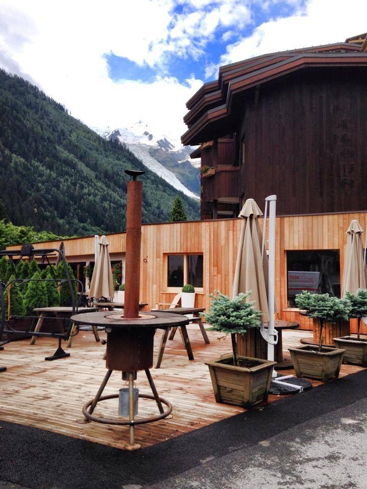 Aménagement terrasse avec un Poêle à bois d\'extérieur de marque ...