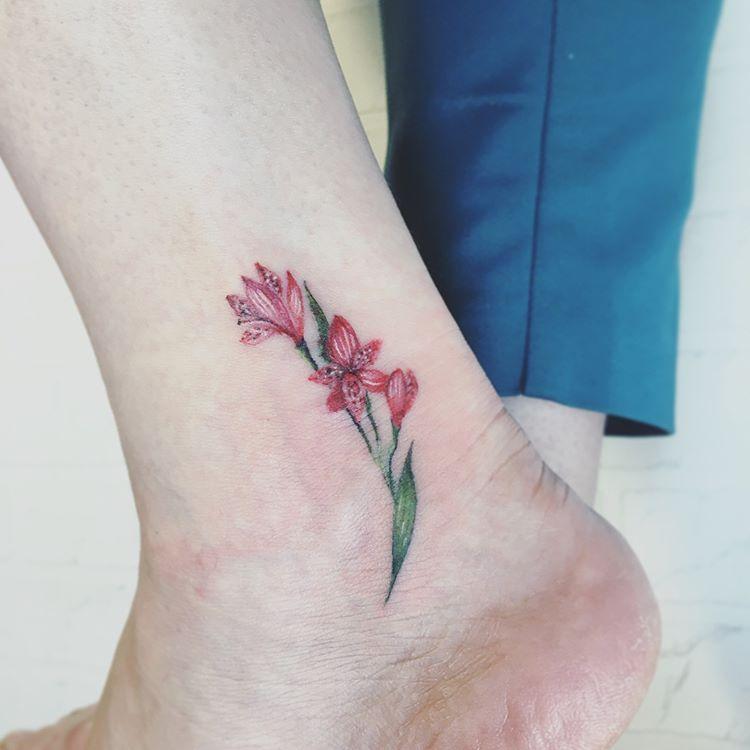 Alstromeriya Po Moemu Eskizu 6 5sm Akvarel Risuyu Eskizy Po Vashim Ideyam I Zhelaniyam Zapis Na Seans Tatuirovki Cherez Vk Dir Small Tattoos Pretty Tattoos Tattoos