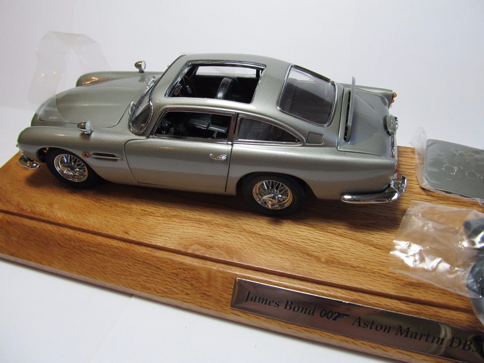the james bond 007 aston martin db5 danbury mint & wood base c/o/a