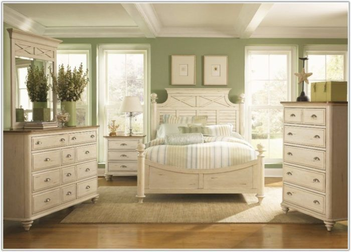 40 Distressed White Bedroom Furniture By Armandina Fusco #indischesschlafzimmer