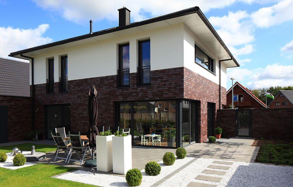Stadtvilla weiße klinker  Fensteranordnung und Klinker unten und Putz oben... | Ideen rund ...