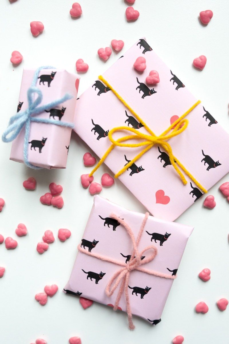 Free printable wrapping paper for Valentine's Day - Kittenhood