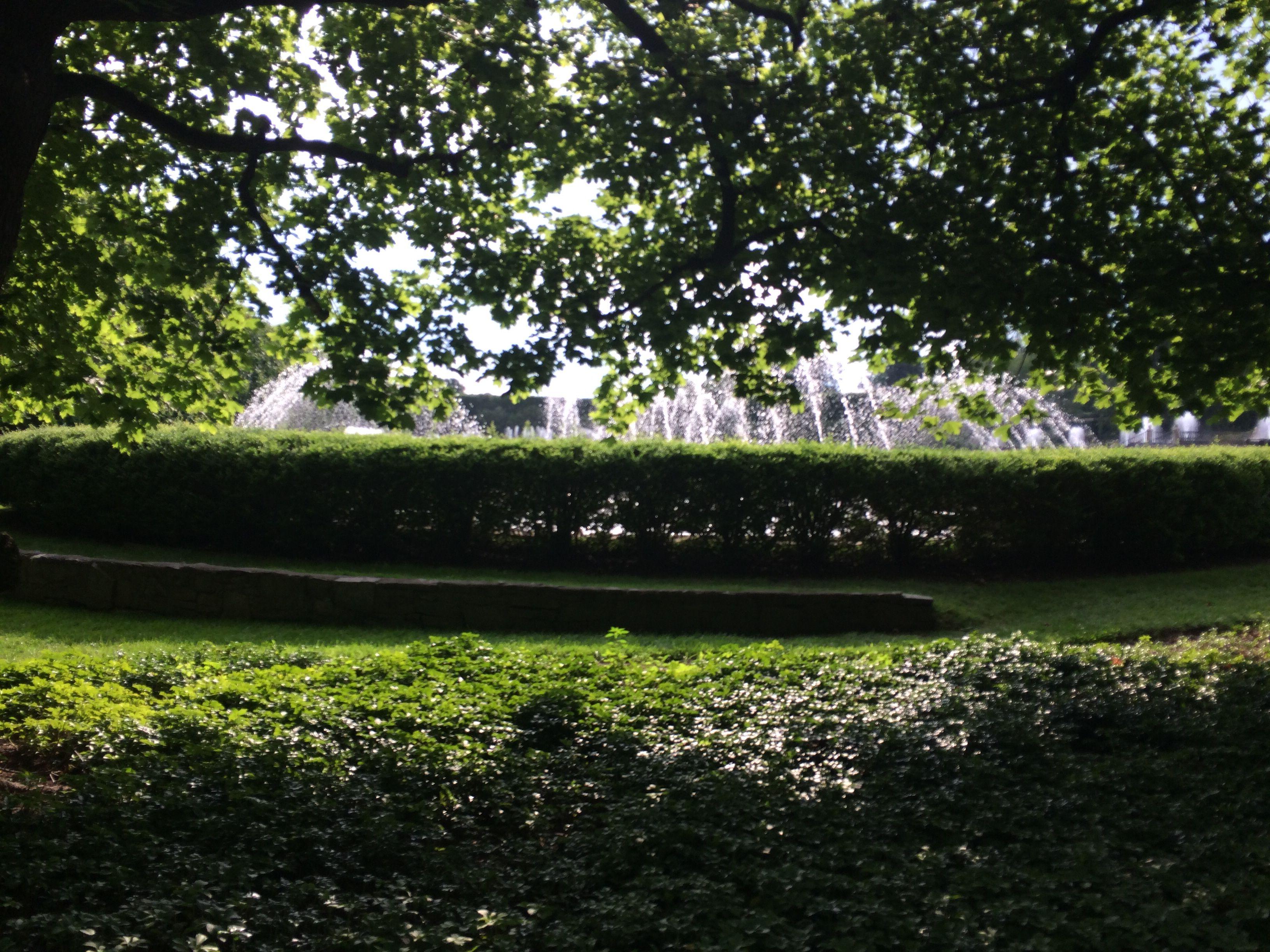 Fountain walkway Longwood
