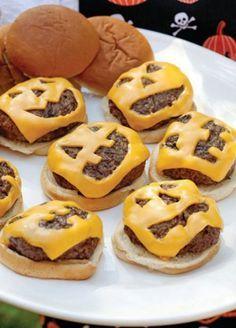 halloween essen kinder party ideen cheesburgers käse gesicht