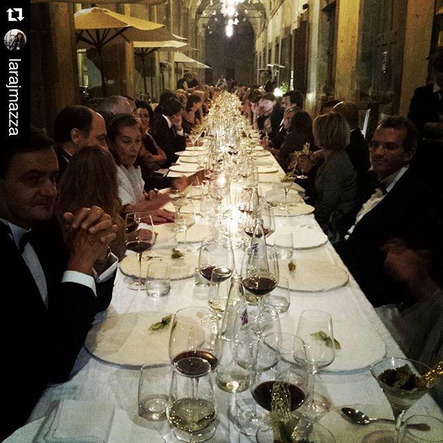 #Repost @larajmazza with @repostapp. ・・・ A wonderful dinner with wonderful guests_THEATRUM MUNDI #loggevasari #wunderkammer #tmundinight
