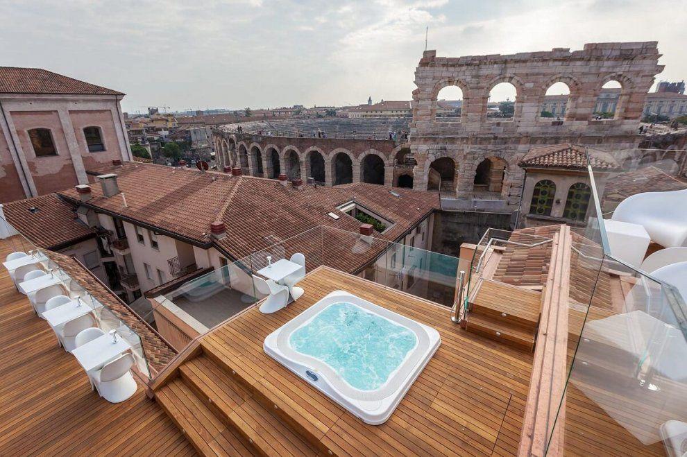 Camera con vista dal Colosseo alla Mole, vedute