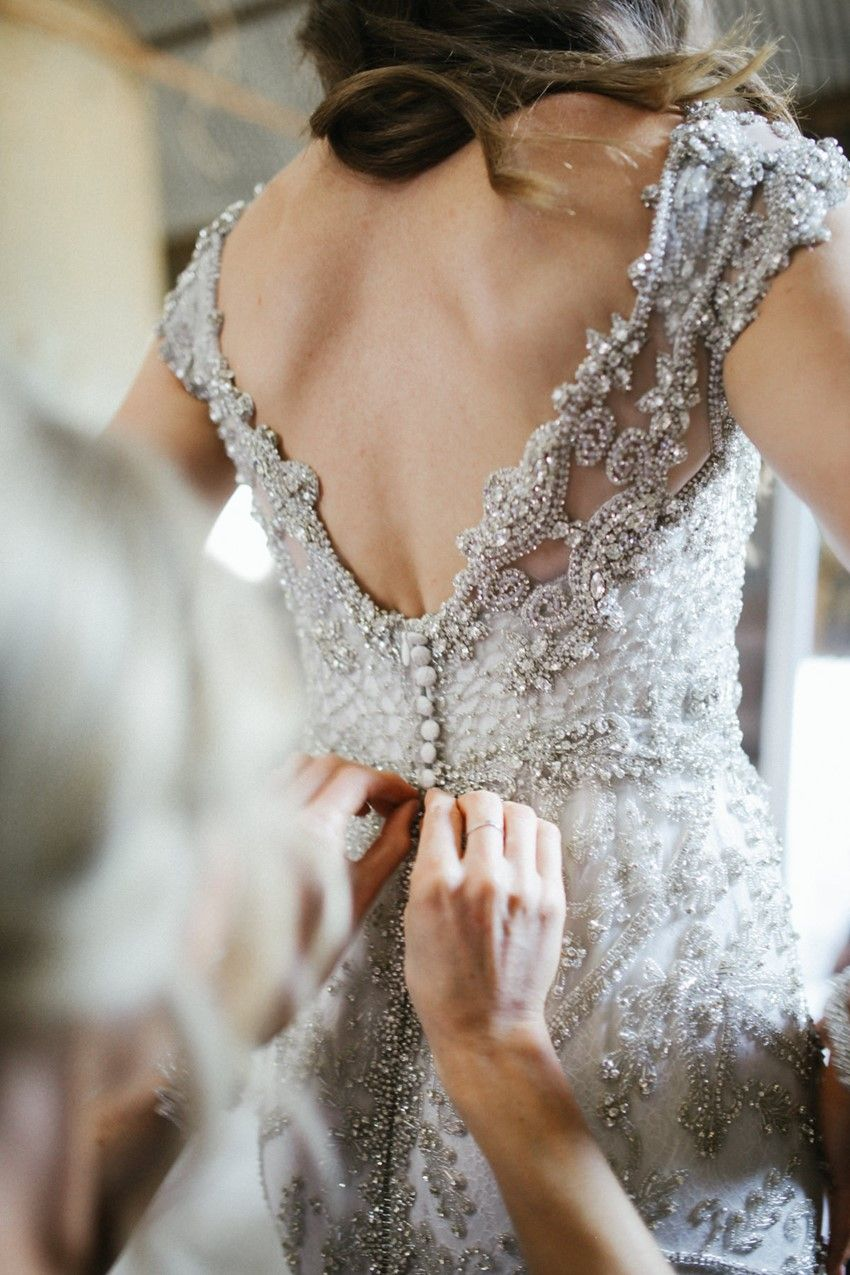 Bridal designer anna campbell 39 s glamorous rustic wedding for Robes de mariage anna campbell
