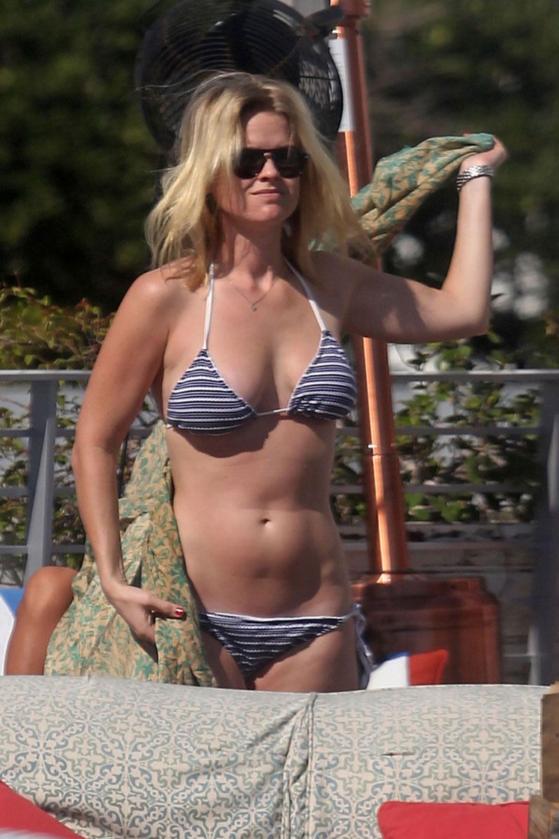 Alice Eve Candid Bikini Beach Pics new foto