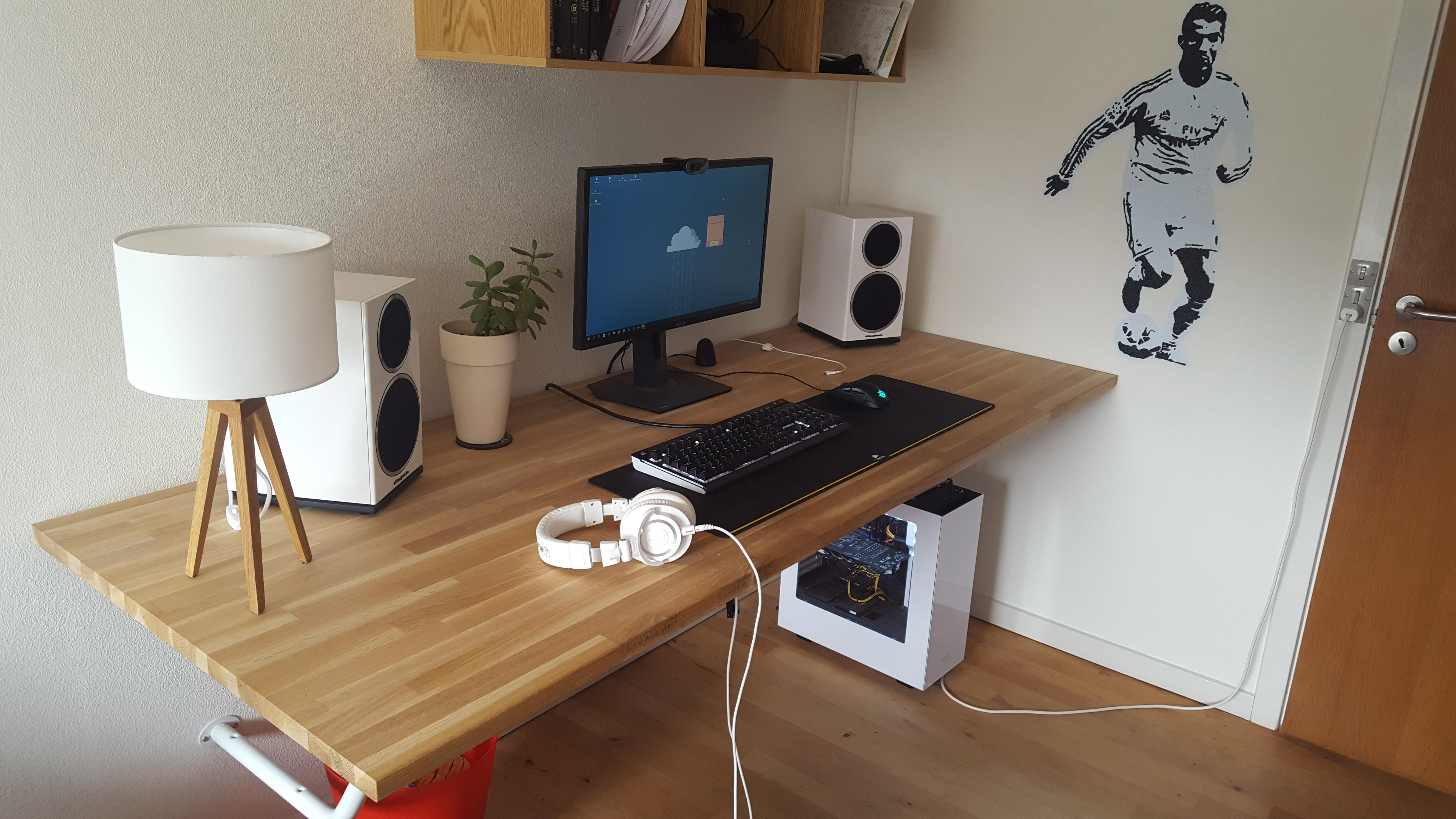 Homemade Desk And Wallpainting Game Room Homemade Desk Desk