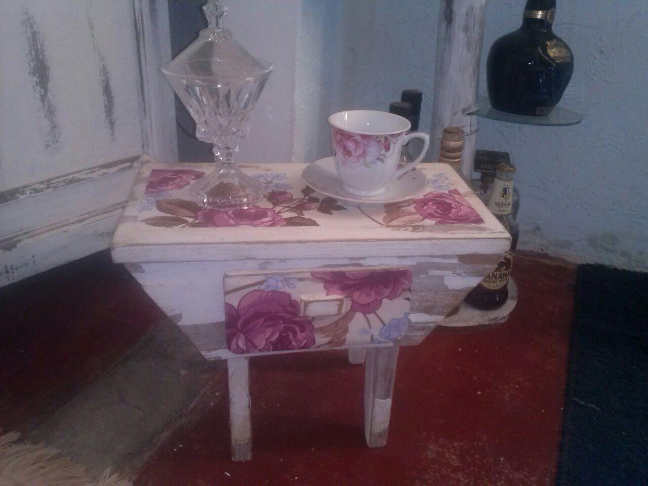 Banqueta para apoio na hora do chá