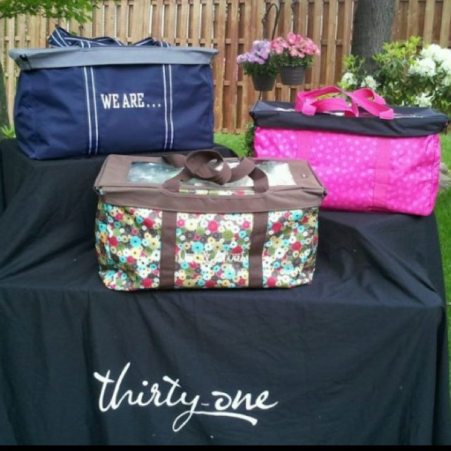 What will Thirty-One think of next!! I seriously will be toppin' all of my Large Utility Totes this summer.. I just can't believe these toppers are only $10 bucks each!!