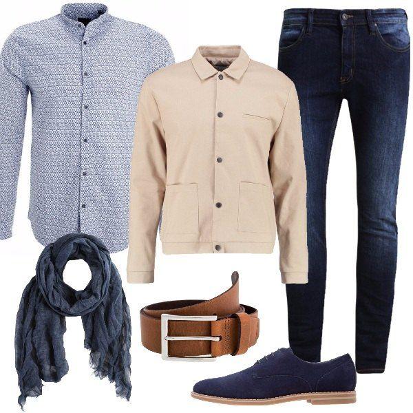 Per le lunghe giornate lavorative ho scelto un look comodo e sobrio, con jeans skinny, camicia blu con fantasia a stampa, giacca leggera tan, stringate navy, cintura cognac e sciarpa Diesel. Sarete perfetti anche per l'aperitivo con i colleghi.