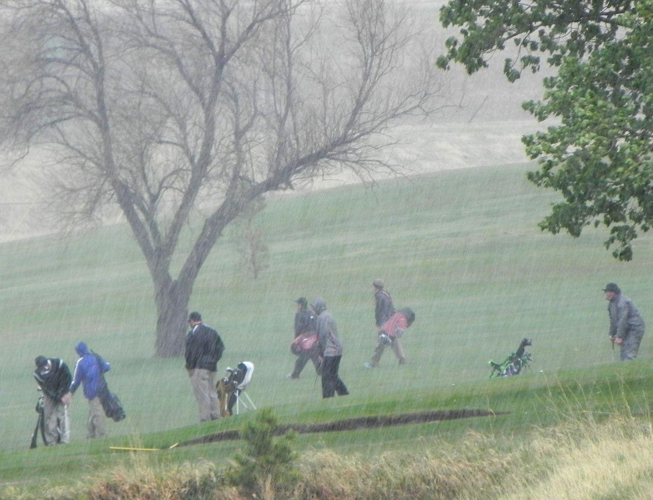 Weather shortens golf tourneys
