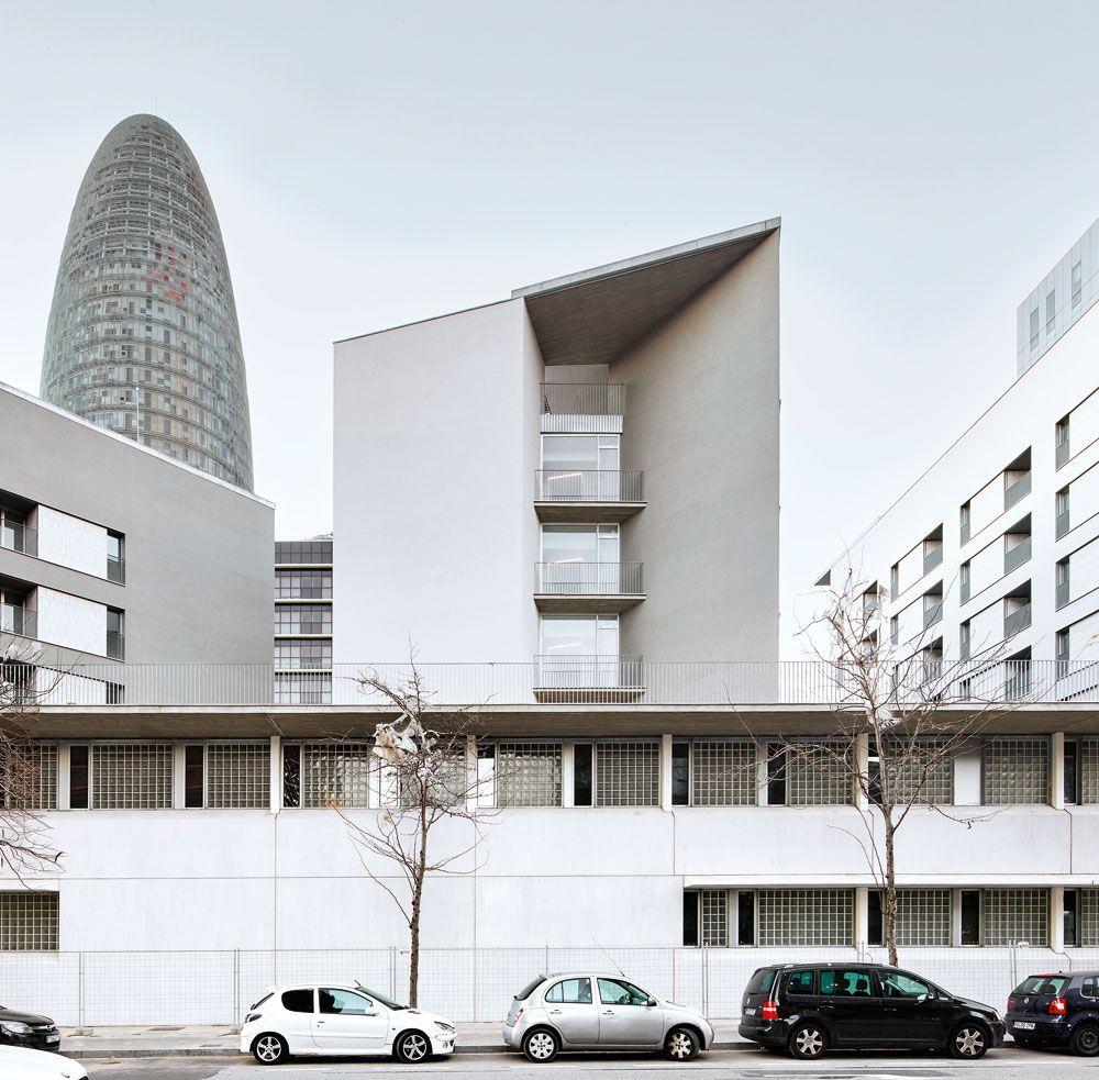 Bonell Gil Peris Toral Apartments For The Elderly In Barcelona Arquitectura Viva Architecture Magazine Barcelona Architecture Magazines Architecture