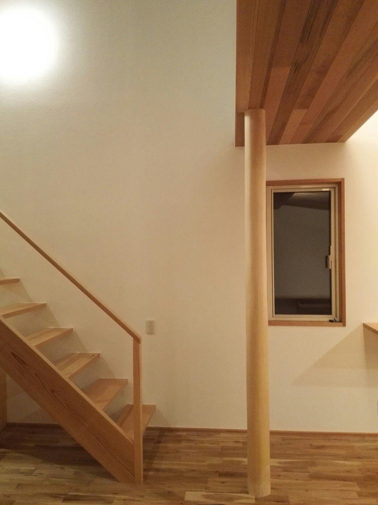 リビング 吹き抜け階段 レッドシダー天井 Kizukiya の家 リビング