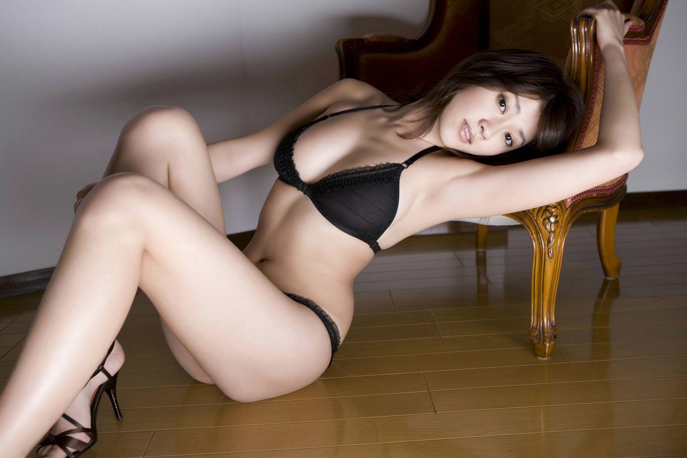 Asian Girls in Bra Photos