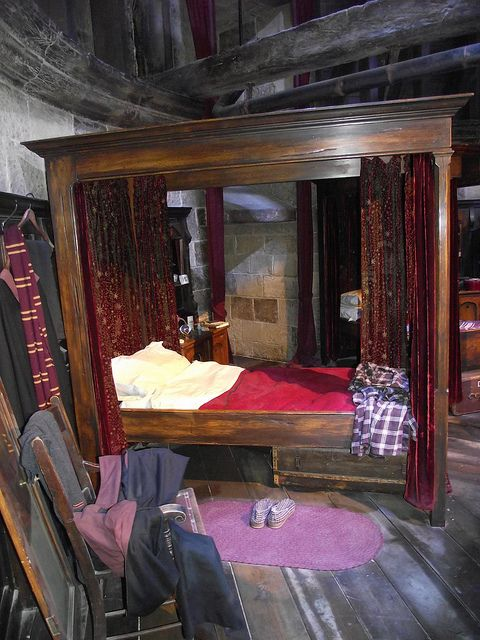 Gryffindor common room harry potter hogwarts and harry for Bedroom ideas harry potter