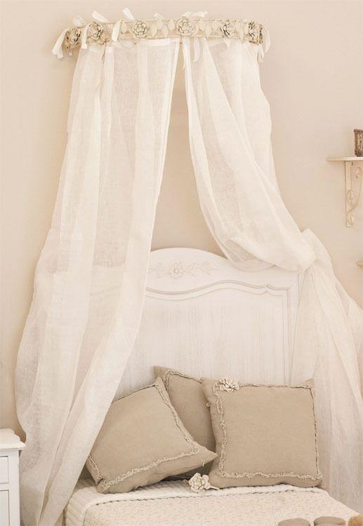 Cielo letto shabby chic con roselline bianco e avorio | Shabby ...