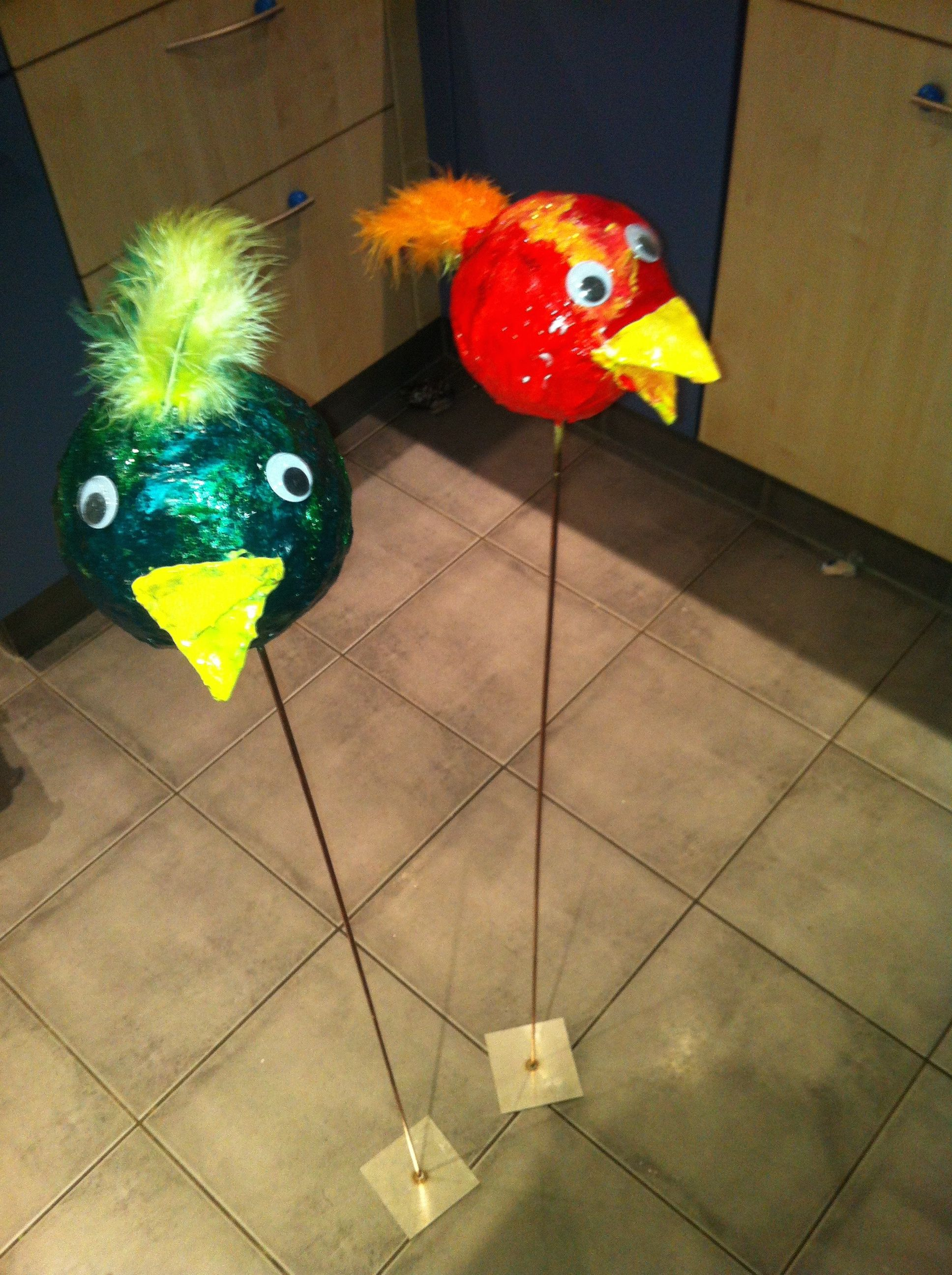 Vögel Aus Styroporkugeln Mit Gipsbinden Umwickelt