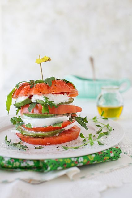 tomaten mozzarella burger kreatives essen f r kinder. Black Bedroom Furniture Sets. Home Design Ideas
