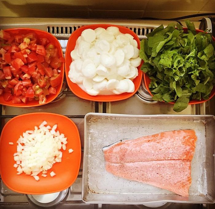 Quer uma receita de macarrão fit saudável e deliciosa? Encontre aqui a receita de macarrão sem glúten com salmão e cheia de sabor!