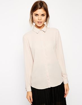 Dusty pink is a gorgeous colour and love to wear it with denim. This shirt, with a pair of denim shorts, would be a perfect combo of classic and casual. Find it here: http://asos.to/1vCoiCm