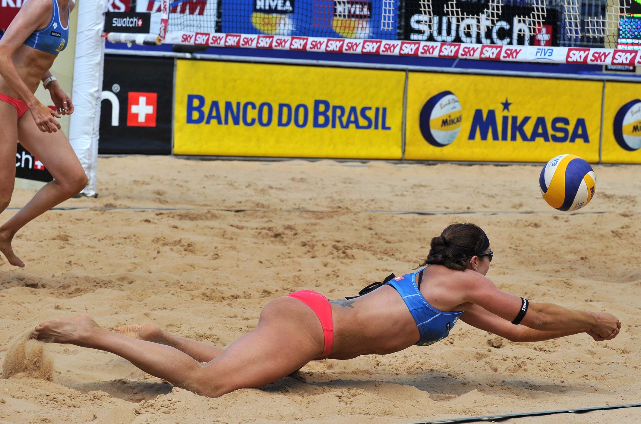 Although The Great Defense Of Misty May Treanor Usa The Fivb Swatch World Tour 2011 Best Defensive Player She And Beach Volleyball Volleyball Shorts Sports