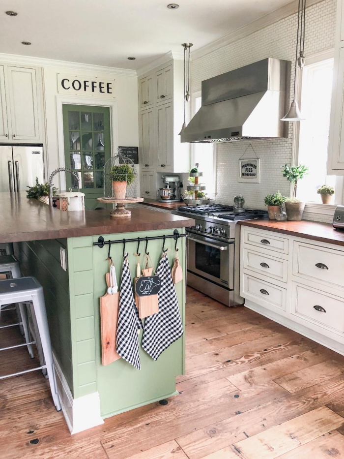 Feature Friday: Big Family Little Farmhouse – Southern Hospitality Kitchen