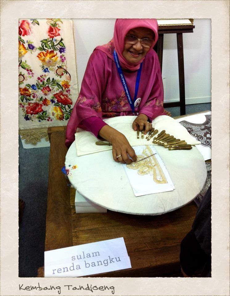 Sulam Renda Bangku : sulam, renda, bangku, Tedious, Making, Traditional, Threads., Handcraft, Sumatera,, Indonesia., Copyrights, Kembang, Tanjoeng., Sulaman,, Renda