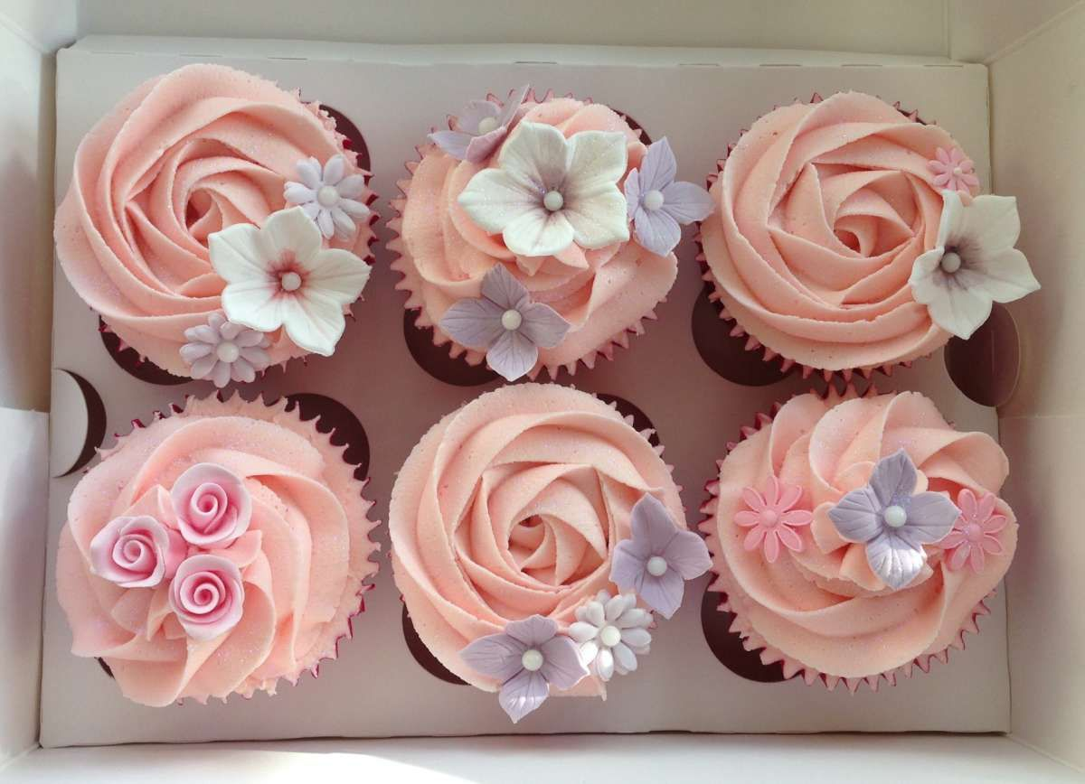 Simple Girly Summer Flower Cupcakes