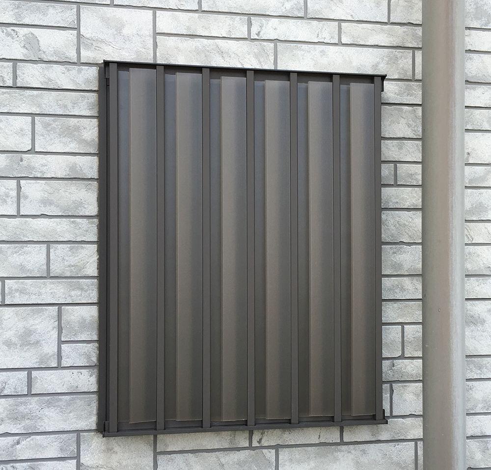 格子窓の目隠し お風呂や部屋の窓で 外からの視線 覗きを防ぐ方法 浴室 目隠し 浴室 窓 格子 窓